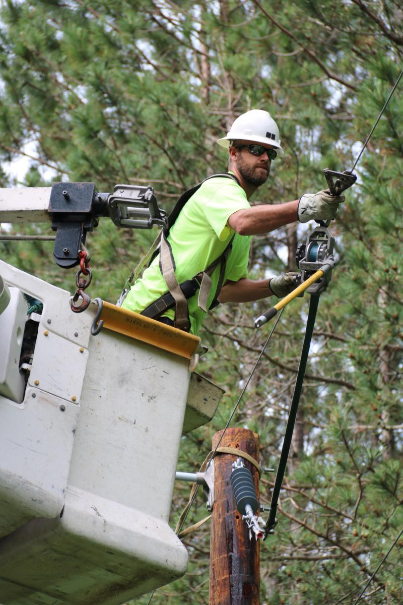 Kettle River lineworker repairs service